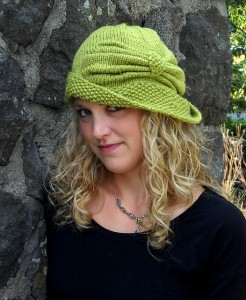 Cloche Devine Hat Knitting Pattern Images
