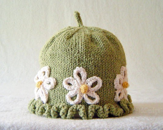 Hat with Daisy Flower Knitting Pattern