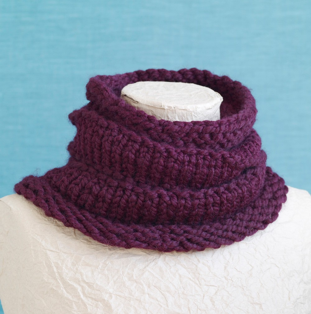 Loom Knit Ridged Cowl Pictures