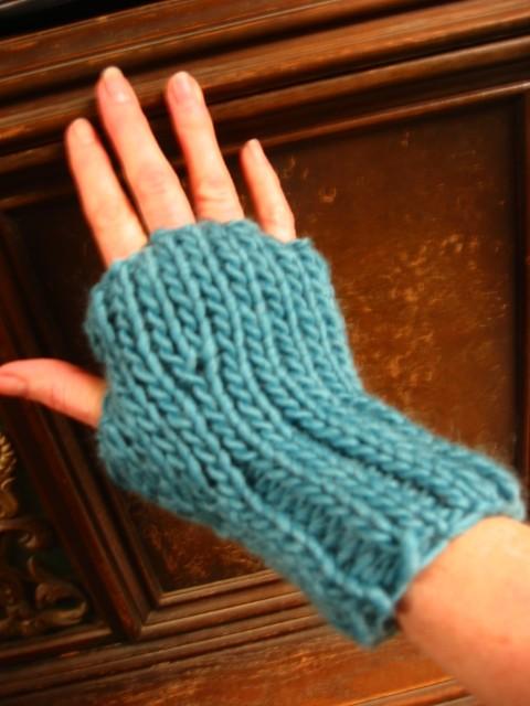 Rib and Stockinette Knit Fingerless Gloves Pattern