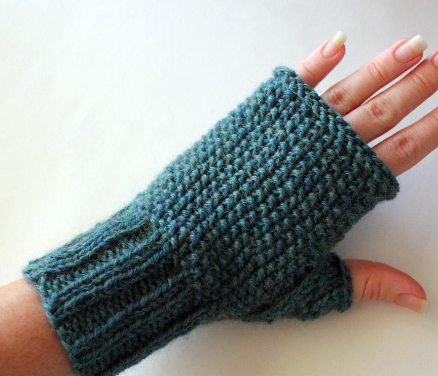 Seeded Fingerless Gloves Knitting Pattern