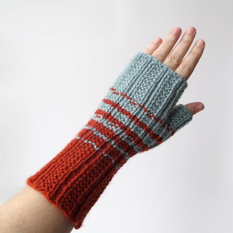Two Color Fingerless Gloves Knitting Pattern