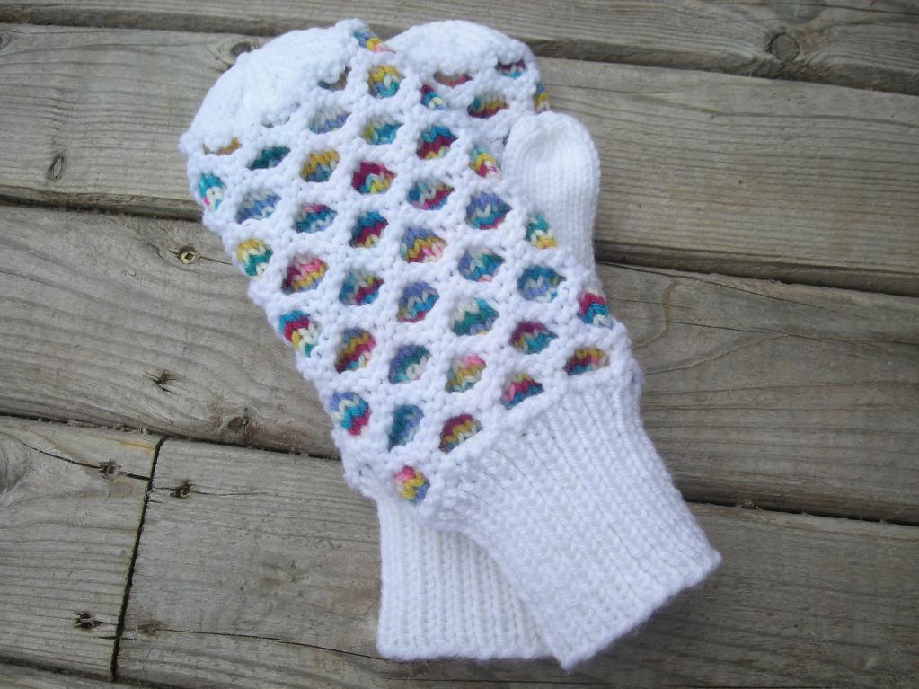 Honeycomb Mittens Knitting Pattern