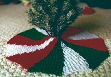 Free Christmas Tree Skirt Knitting Pattern