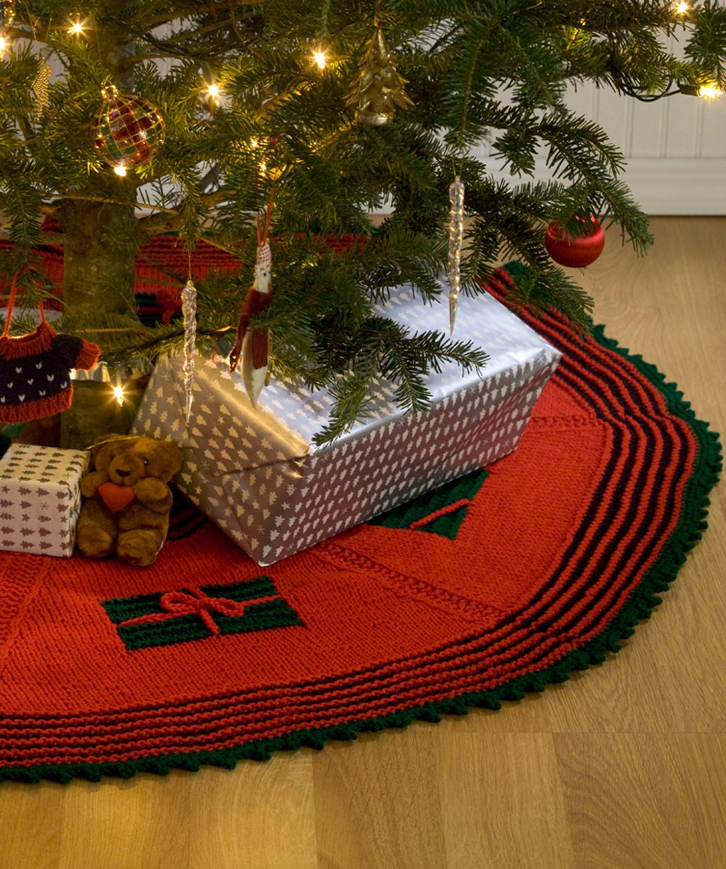 Free Knit Christmas Tree Skirt Pattern Photos
