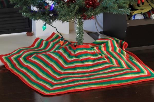 Free Mod Stripe Knitted Christmas Tree Skirt Pattern