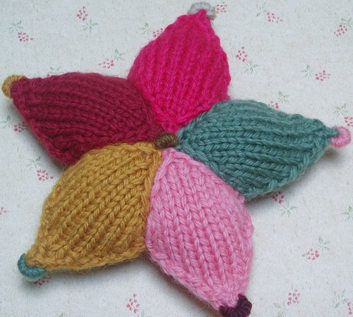 Free Multicolored Star Knitting Pattern