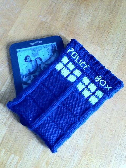 Free Tardis Kniddle Case Knitting Pattern