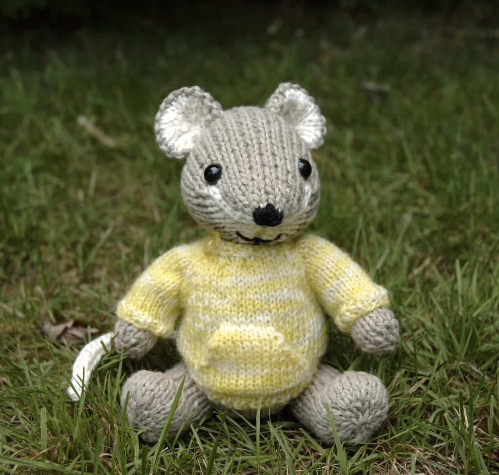 Pocket Mouse Knitting Pattern