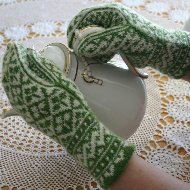 Shamrock Mittens Knitting Pattern