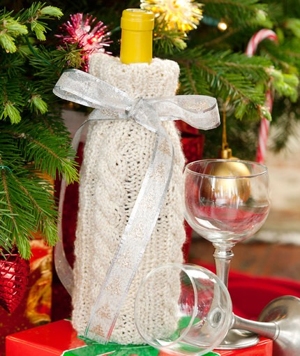 Free Cable Knit Wine Bottle Cover Pattern