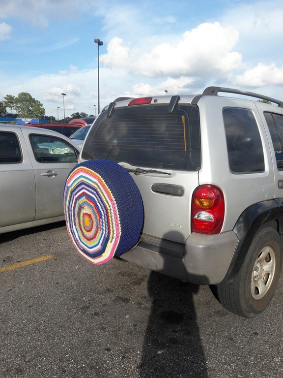 knitted-spare-tire-cover