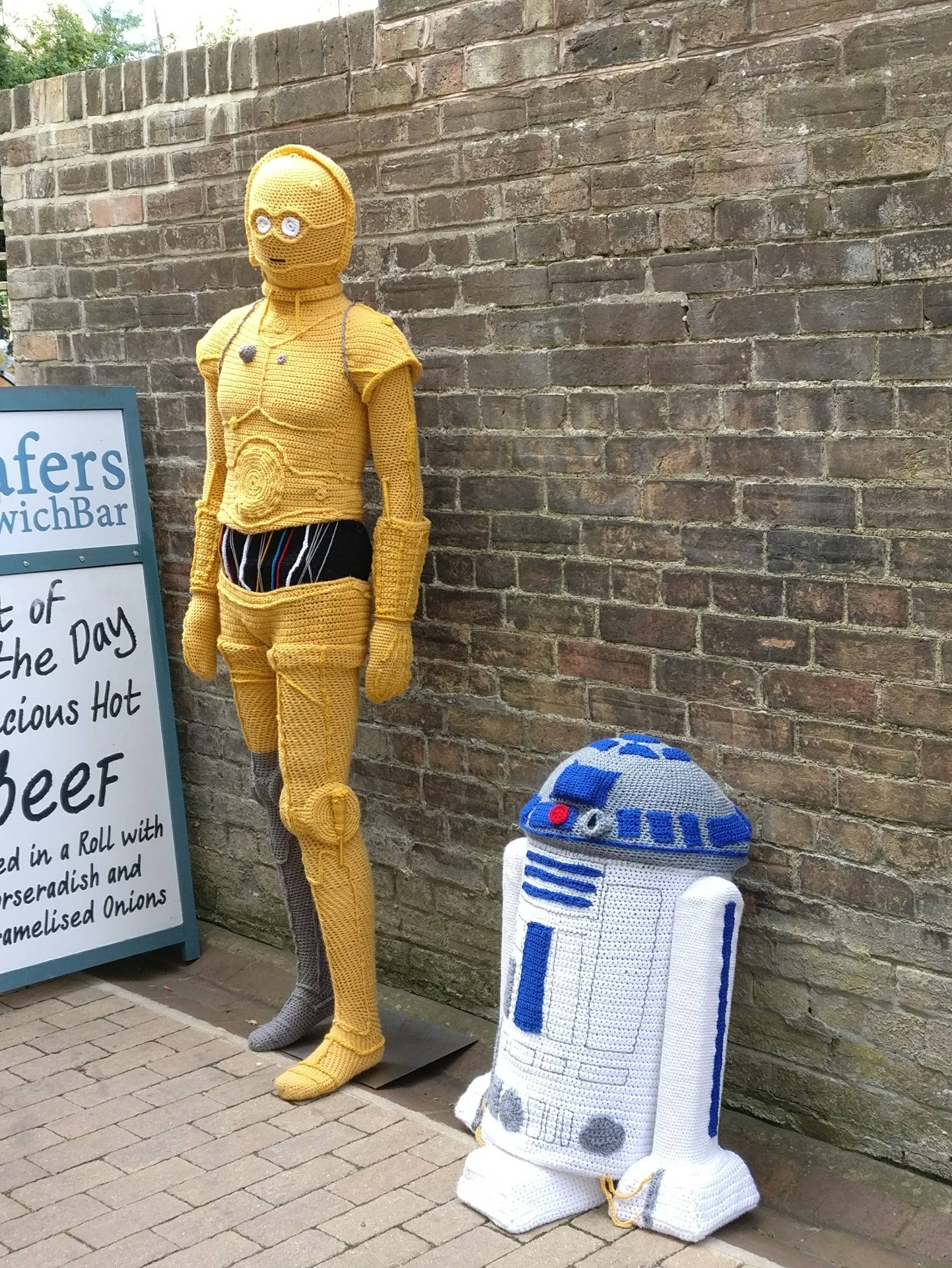 knitted-C3-PO-R2-D2
