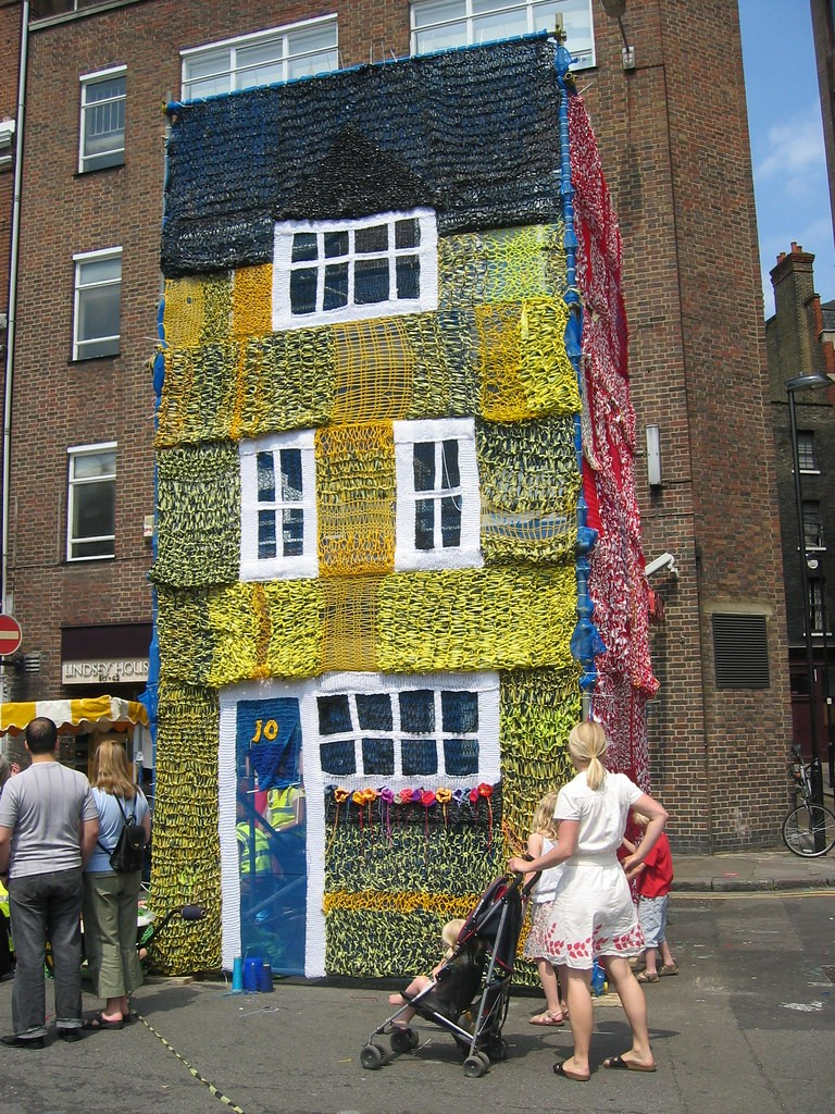 knitted-house.