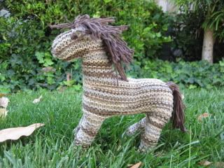 knitted-horse